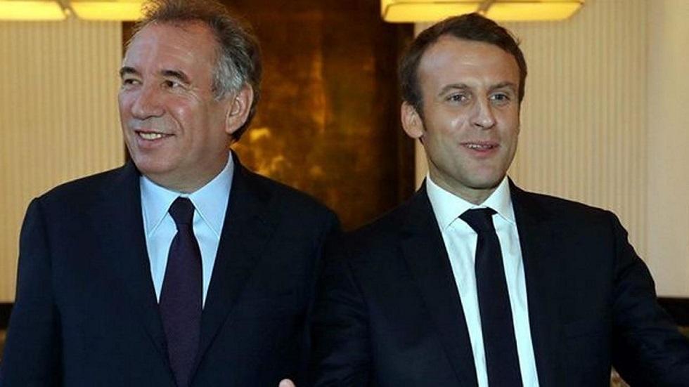 فرنسوا بايرو مع الرئيس الفرنسي إيمانويل ماكرون