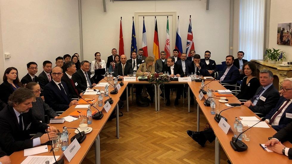 الأوروبيون يؤجلون التلويح بالعقوبات في محادثات نووية مع إيران