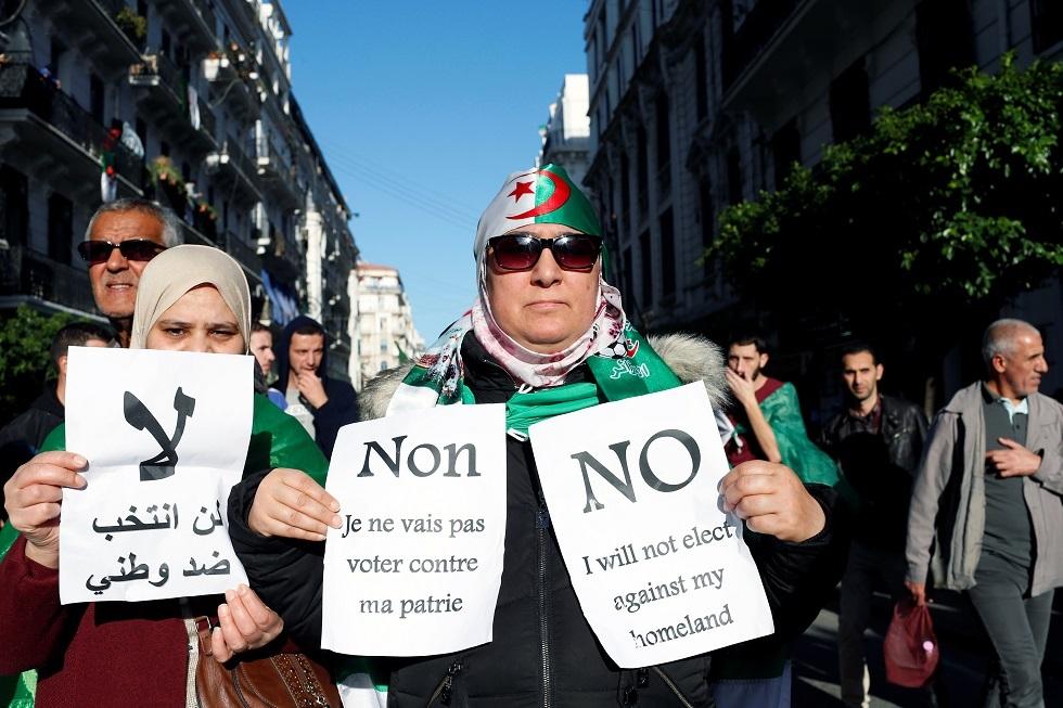 متظاهرون رافضون للانتخابات الجزائرية