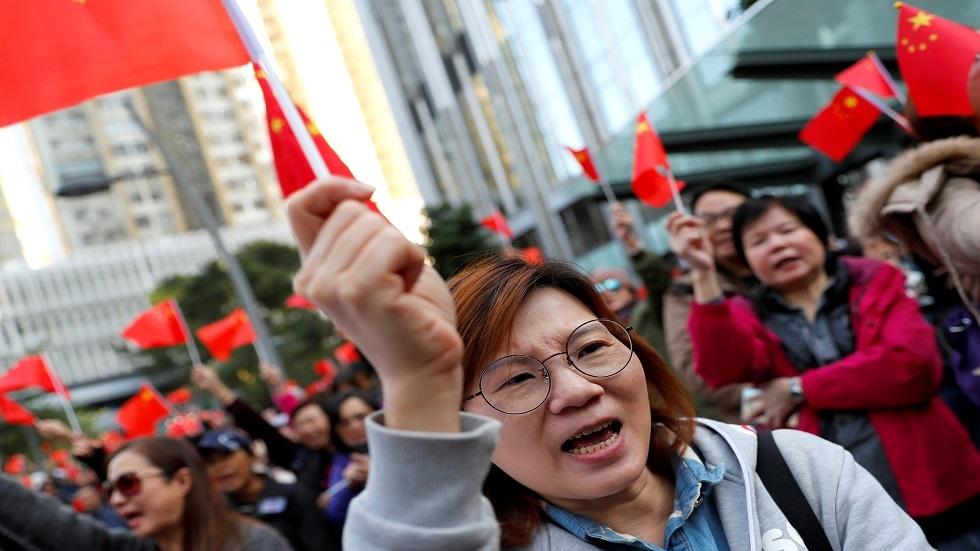 هونغ كونغ.. مئات المؤيدين لحكومة الصين يحتجون على أعمال الشغب