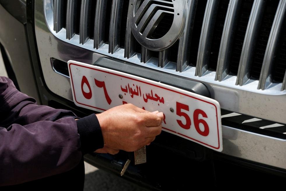 وزير أردني سابق يطلب إحالته للقضاء