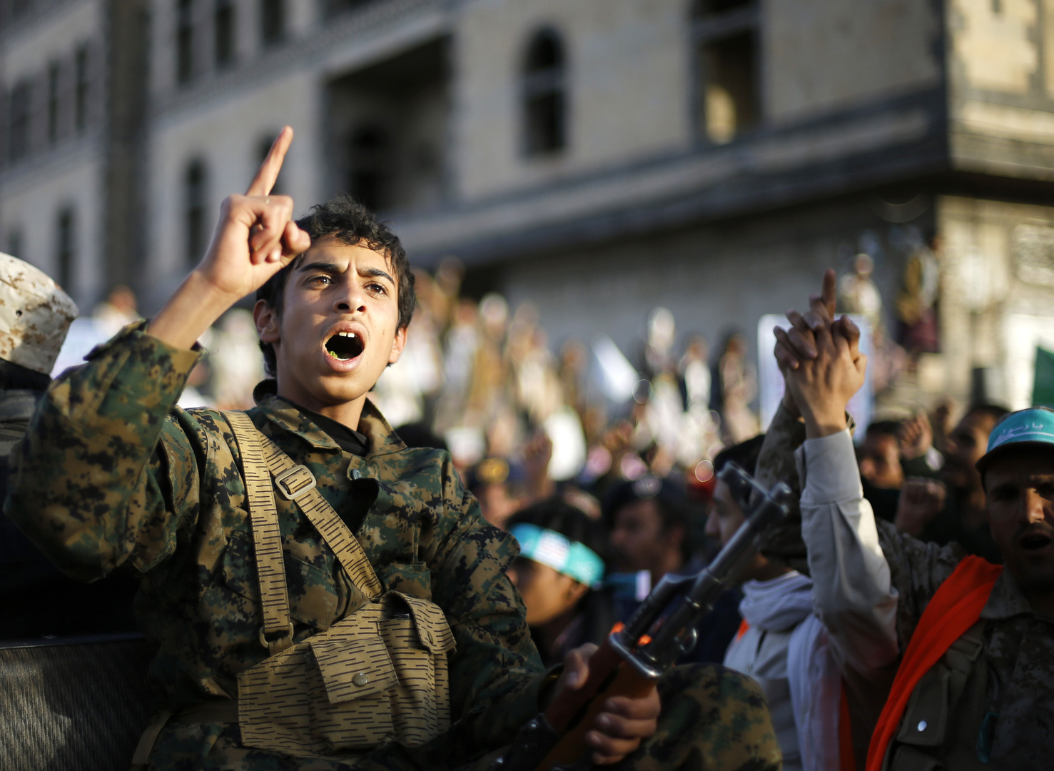 الحوثيون يعلقون على نية حمدوك سحب القوات السودانية من اليمن
