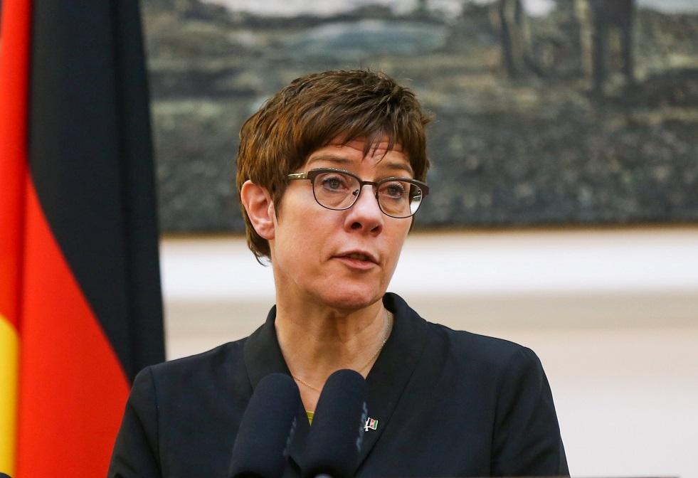 وزيرة الدفاع الألمانية تدعو للرد على روسيا إثر جريمة برلين