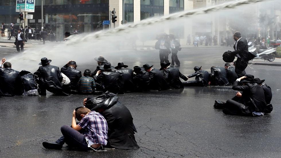 بالفيديو.. اشتباكات بين الشرطة الإسرائيلية ومتظاهرين يمينيين في القدس
