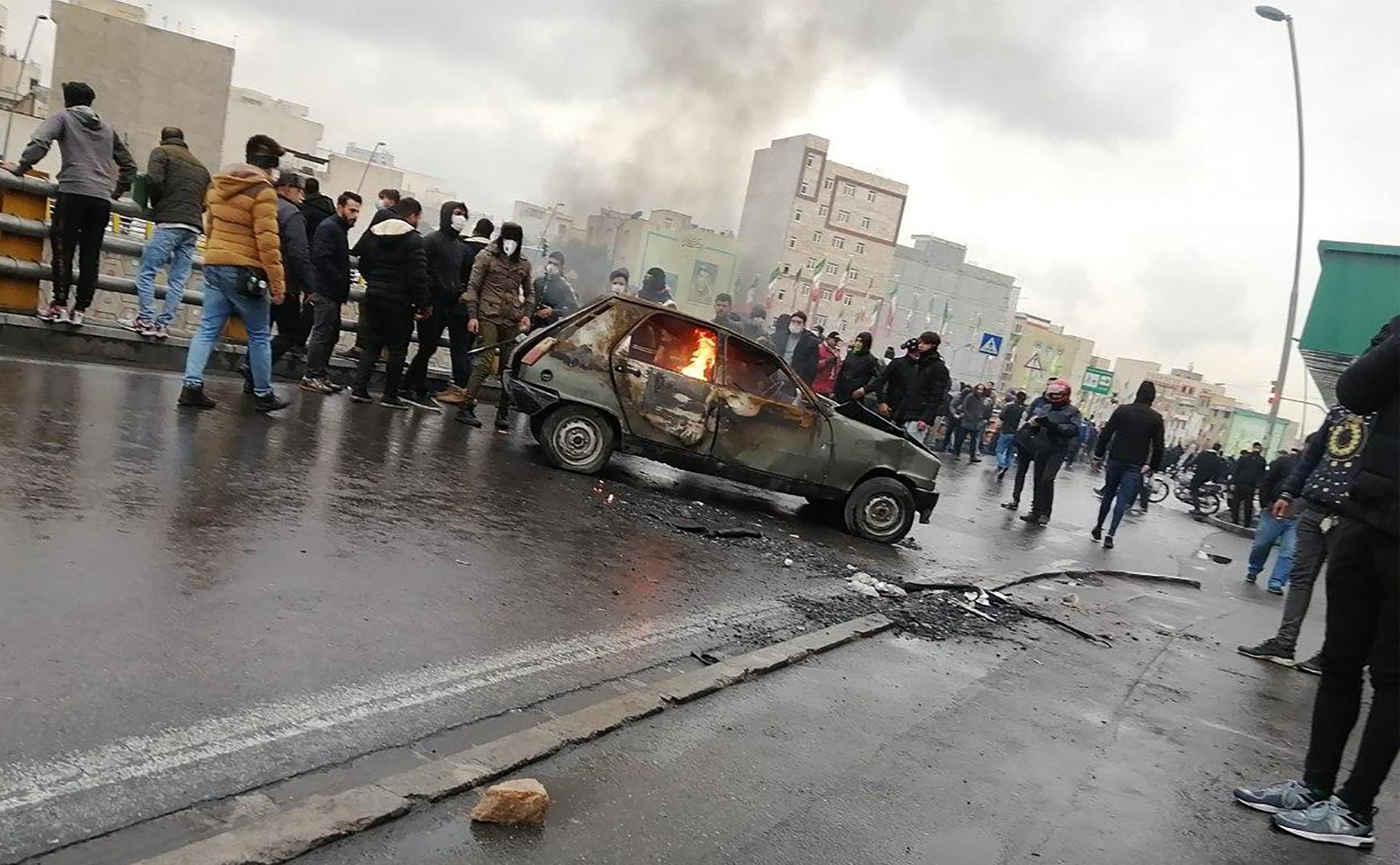 جانب من الاحتجاجات ضد رفع أشعار النبزين التي شهدتها إيران في نوفمبر الماضي