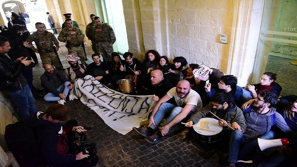 مالطا... نشطاء يقتحمون مبنى يضم مكتب رئيس الوزراء