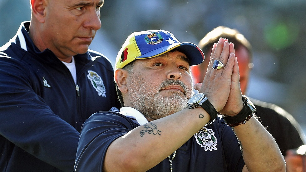 مارادونا.. في مباراة واحدة يضحك عشاقه ثم يبكيهم (فيديو)