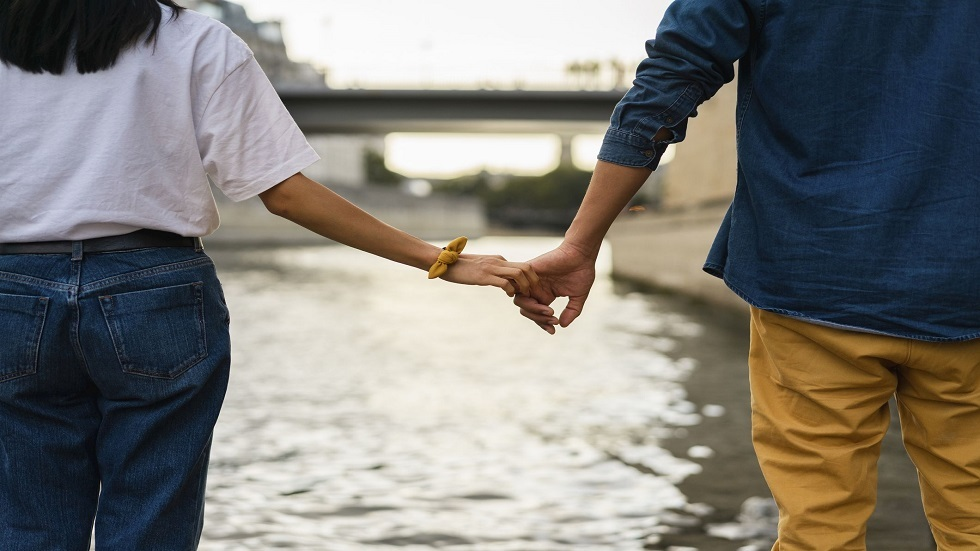 خبراء يتحدثون عما يحفز الأزواج على البقاء أو الانفصال!