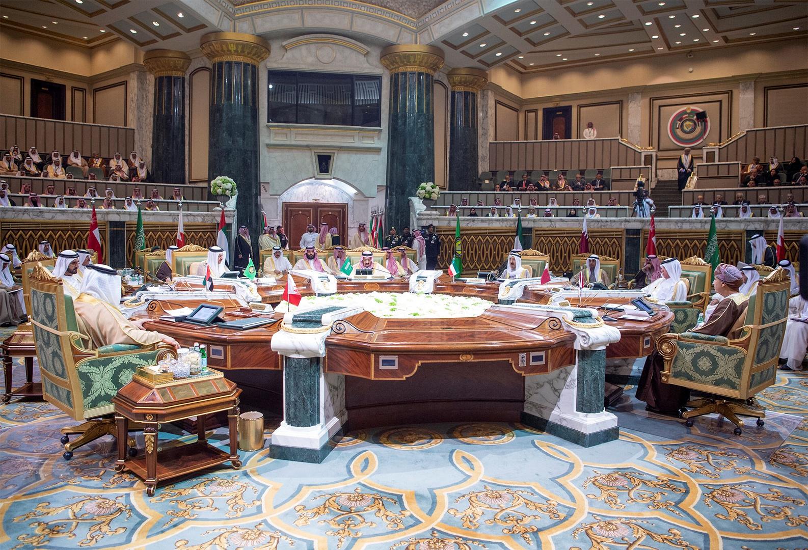 صورة نادرة من أول اجتماع لمجلس التعاون الخليجي