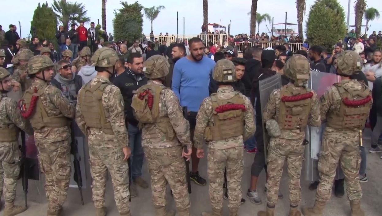 عودة الهدوء إلى بيروت بعد مواجهات بين الأمن وعناصر من