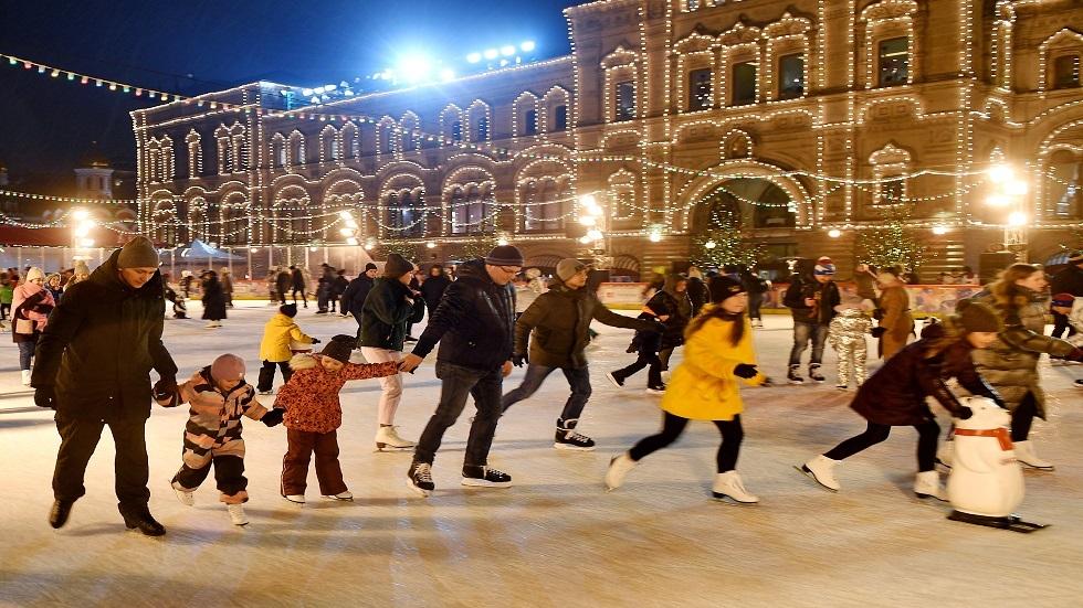 افتتاح ملعب للتزحلق على الجليد في الساحة الحمراء