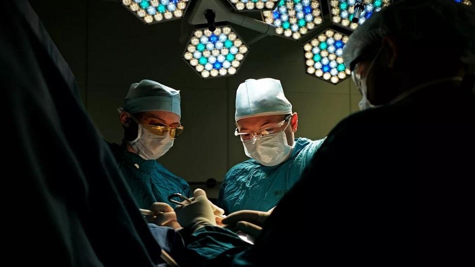 أطباء ينقذون حياة رضيعة