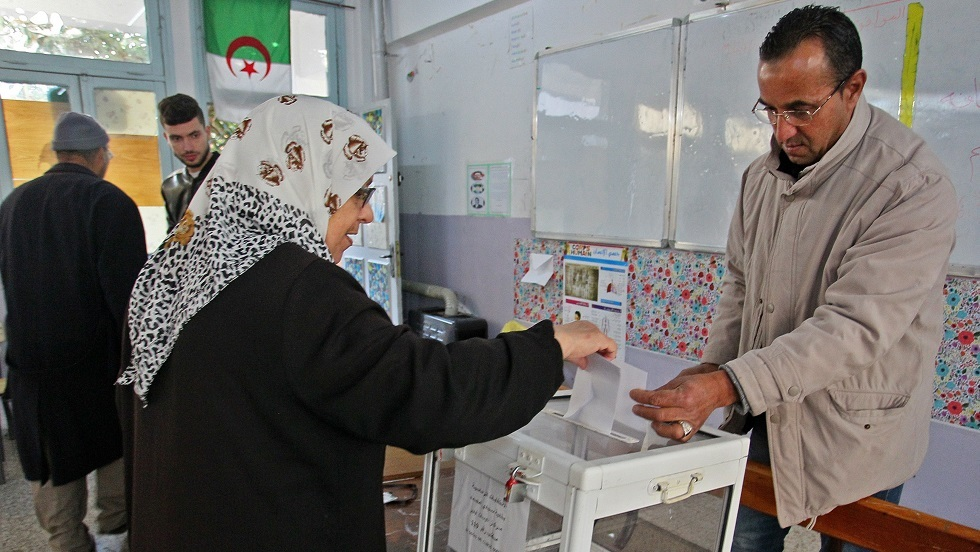 إغلاق مراكز الاقتراع في الجزائر وبدء عملية فرز الأصوات