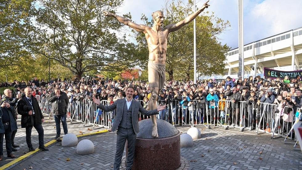 بالصور..عملية تخريب جديدة لإسقاط تمثال إبراهيموفيتش