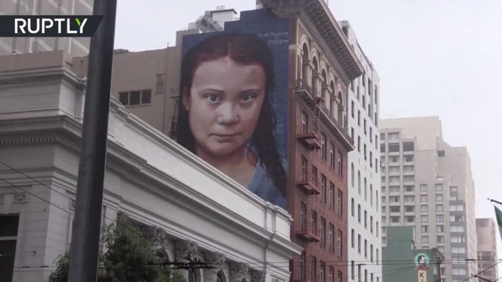 صورة غرافيتي ضخمة لغريتا تونبرغ في سان فرانسيسكو
