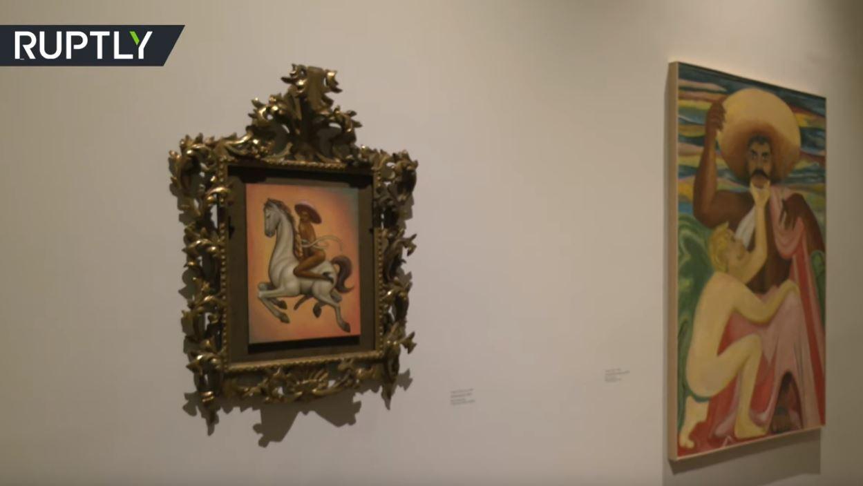 عرض لوحة لزعيم الثورة المكسيكية يظهر فيها عاريا