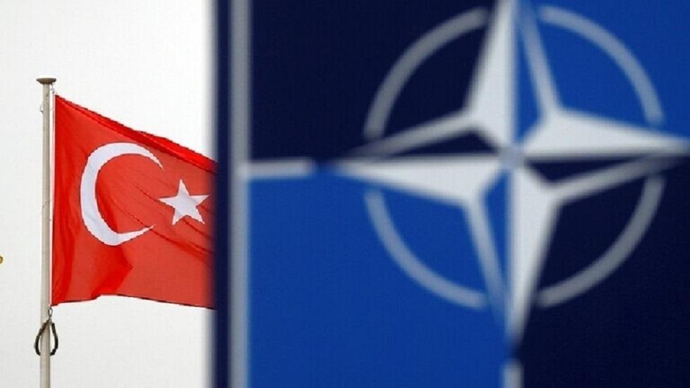 وزير الدفاع التركي: لا نزال في قلب