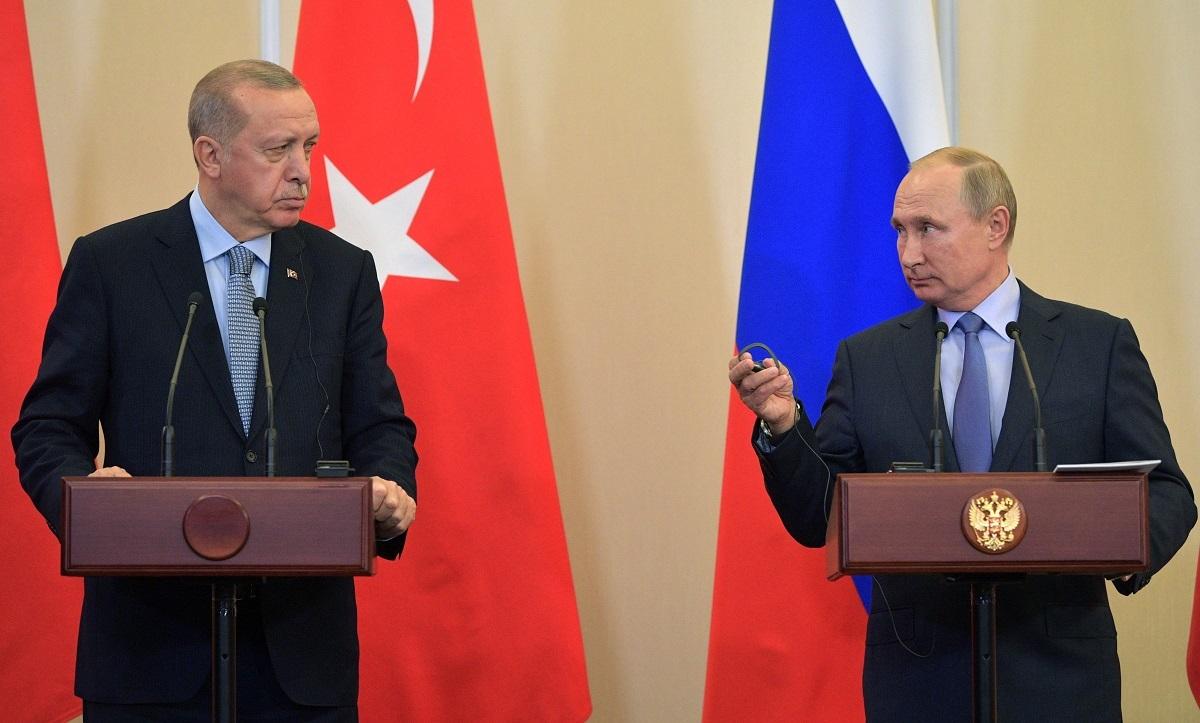 الرئيس الروسي، فلاديمير بوتين، ونظيره التركي، رجب طيب أردوغان، خلال لقائهما في سوتشي يوم 22 أكتوبر 2019.