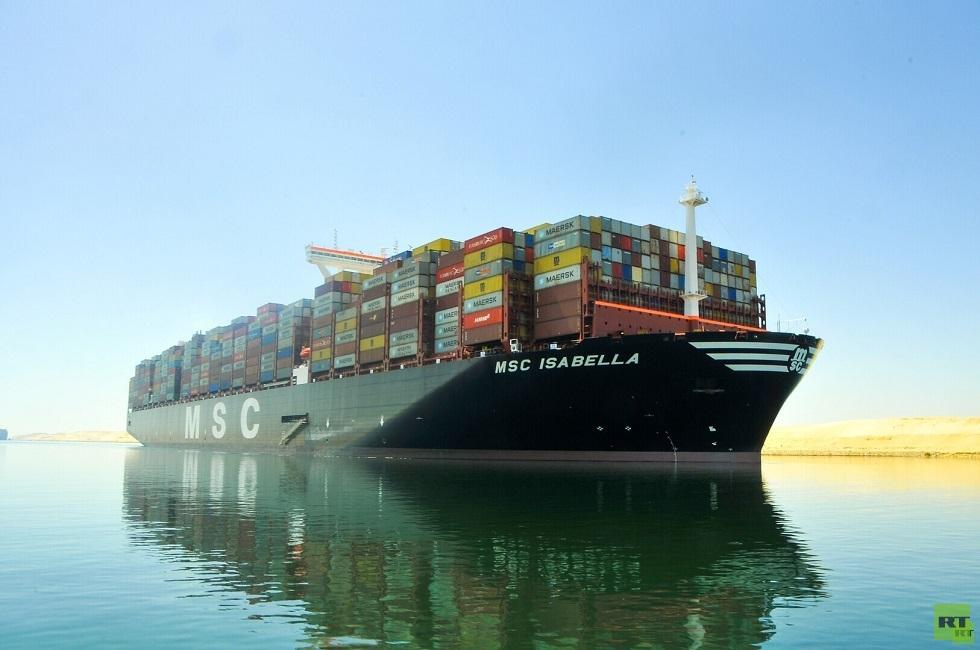 سفينة حاويات ـعبر قناة السويس
