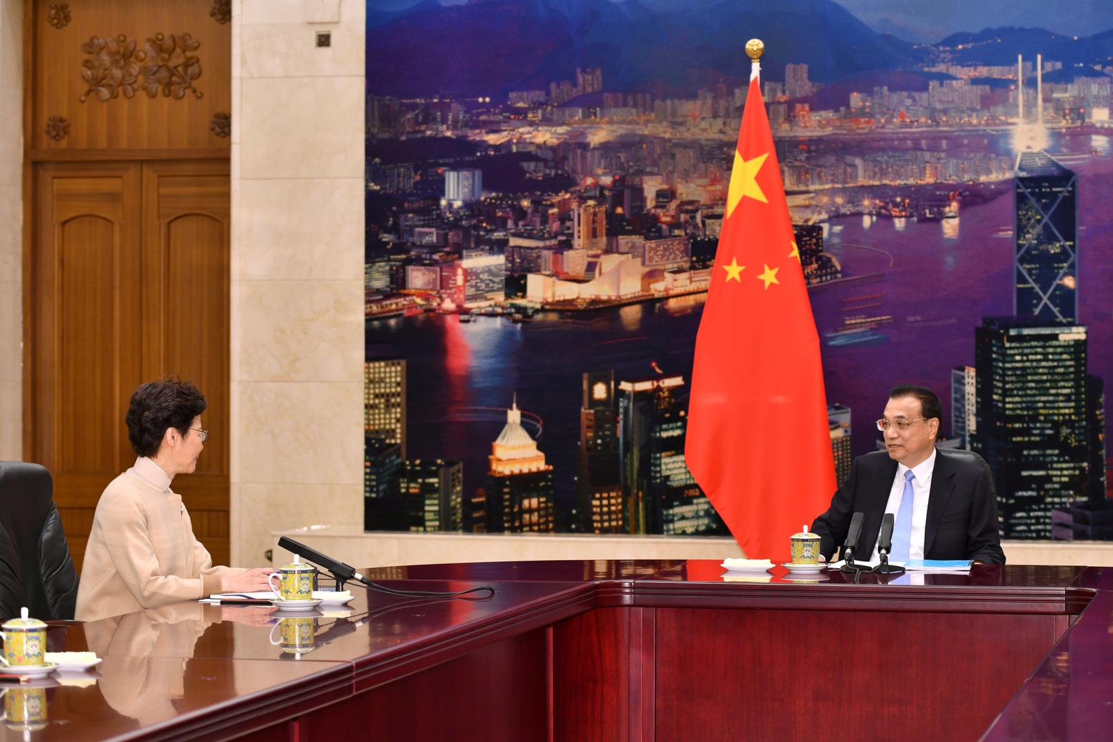 كاري لام تلتقي رئيس الوزراء الصيني