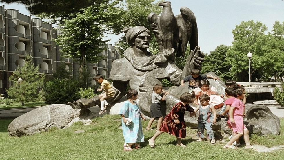 تمثال الشاعر رودكي في طاجيكستان