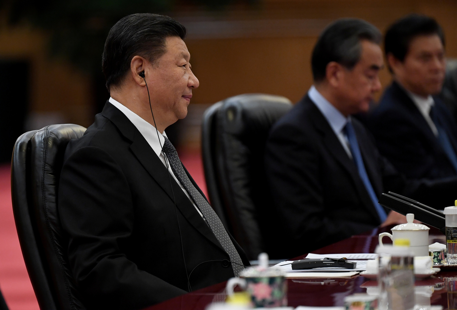 شي جين بينغ يتعهد بدعم زعيمة هونغ كونغ