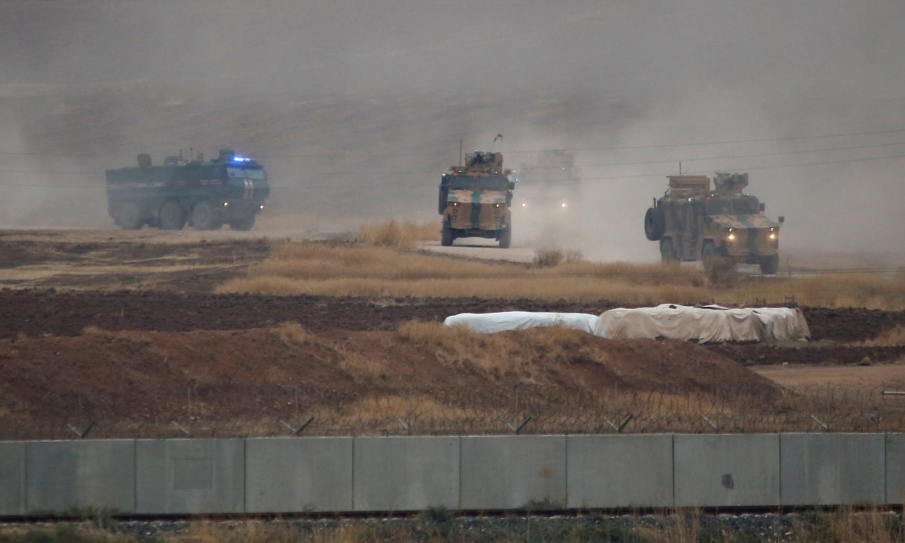 دورية روسية تركية مشتركة عند الحدود التركية السورية- أرشيف