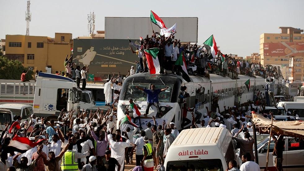 السودان.. الاحتفال بمرور عام على انطلاق ثورة أطاحت بالبشير
