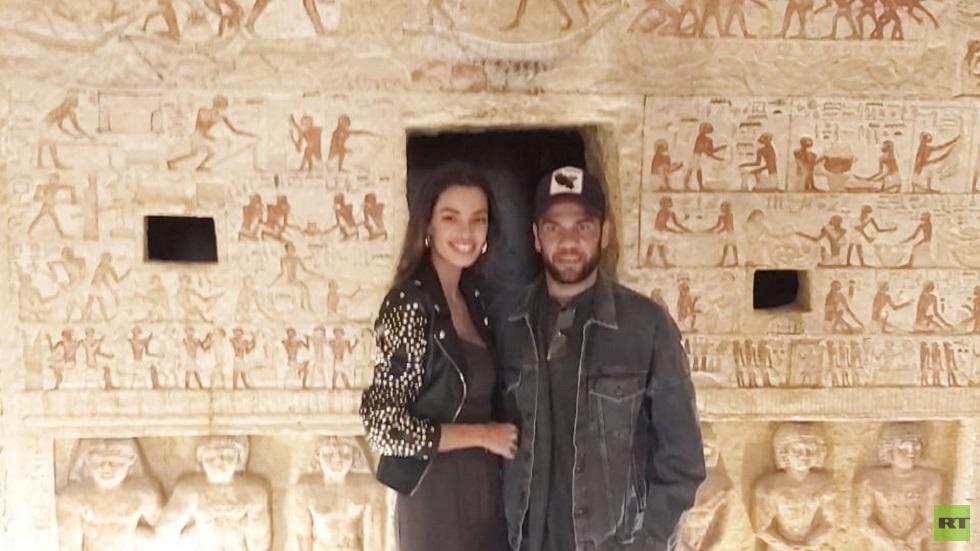 بالصور.. لليوم الثالث على التوالي نجم المنتخب البرازيلي وزوجته يزوران المواقع الأثرية المصرية