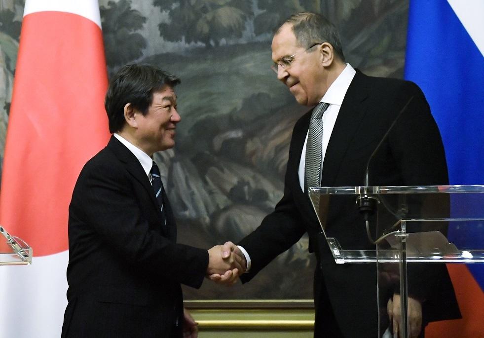 لافروف يطالب اليابان بالالتزام باتفاق الموارد البحرية