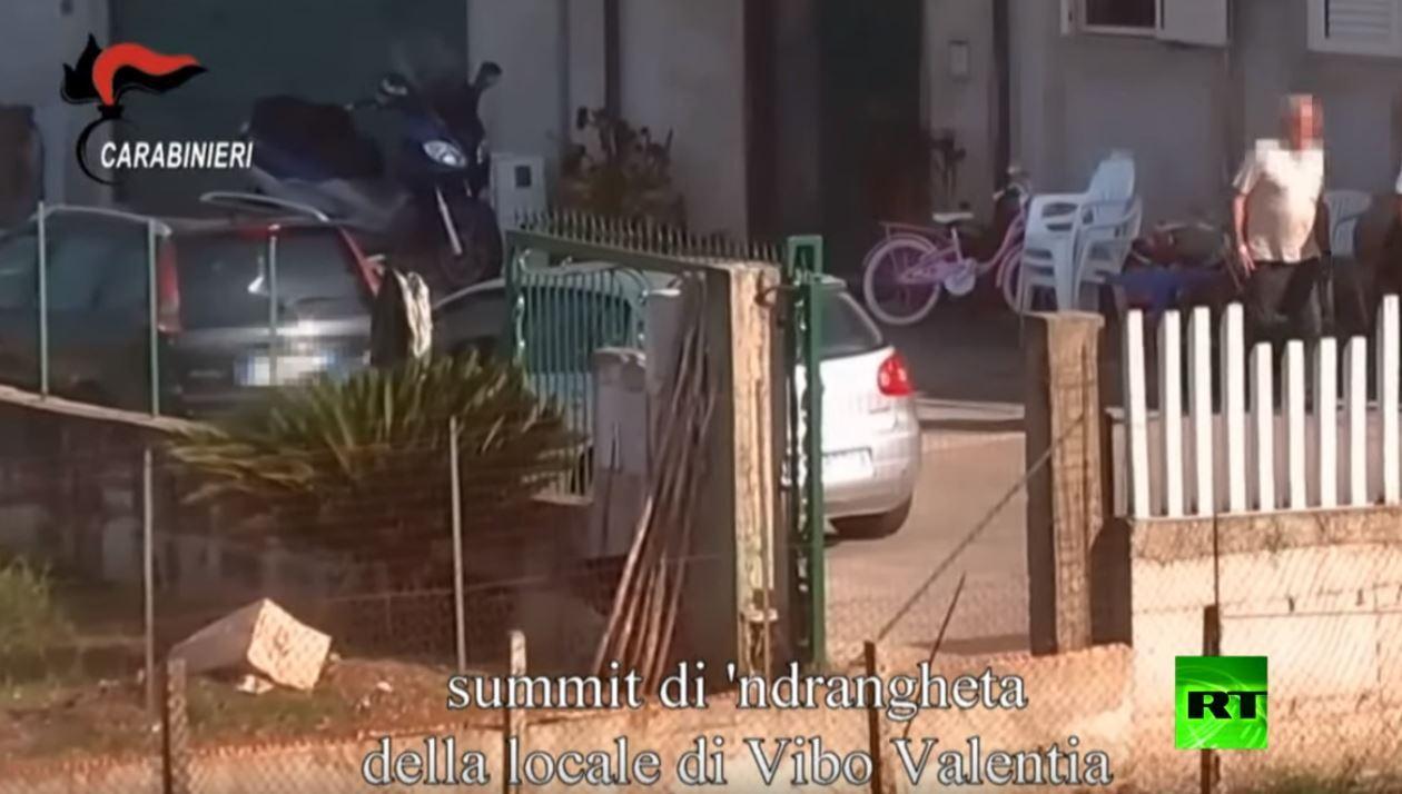 اعتقال أكثر من 300 شخص بعملية مداهمة ضد المافيا الإيطالية
