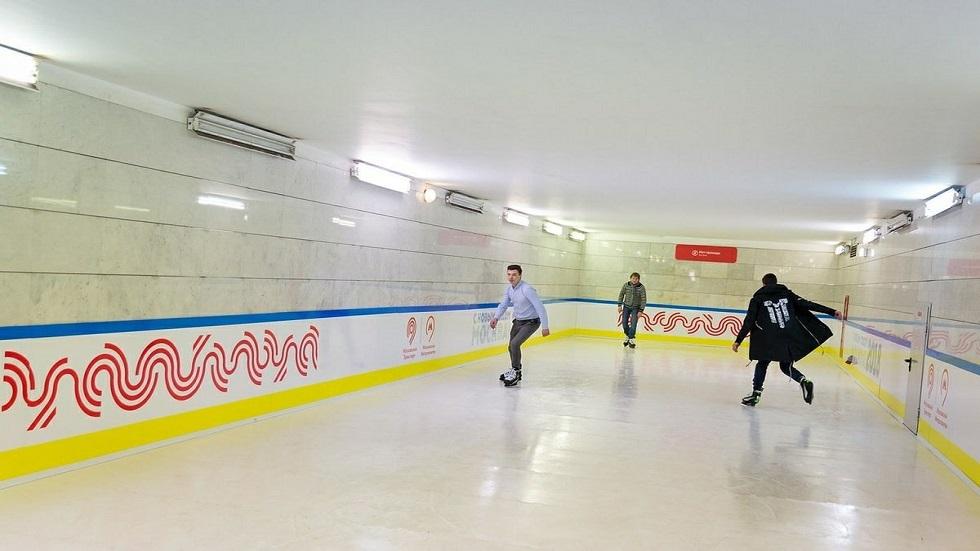 ملعب للتزحلق في مترو موسكو