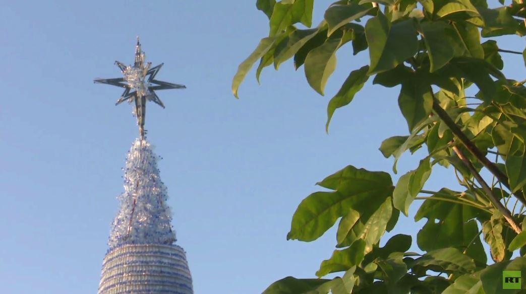 لبنان يدخل غينيس بشجرة كريسماس من عبوات بلاستيكية