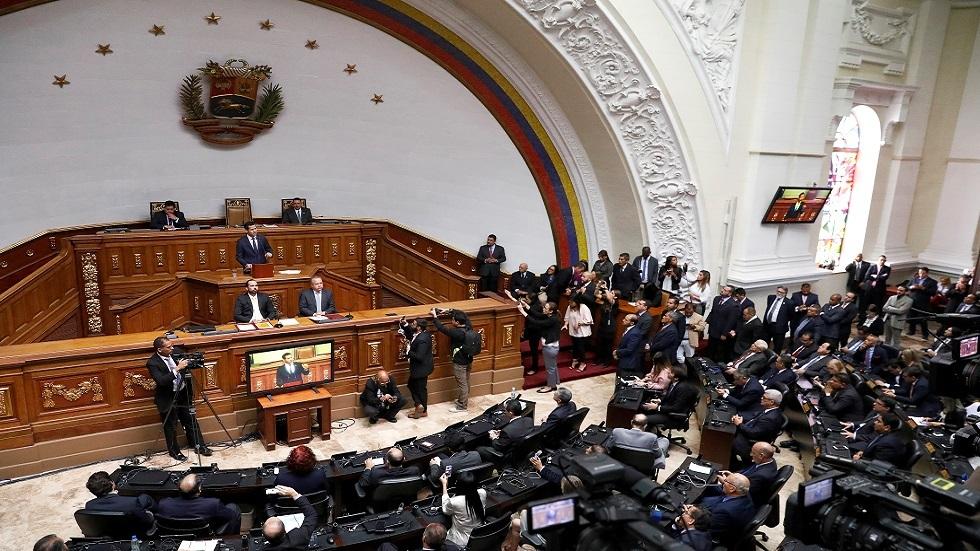 المعارضة الفنزويلية تشكو اعتقال نائب موال لها قبيل تصويت حاسم
