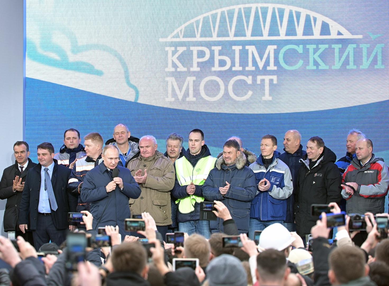 بوتين يدشن خط القطارات عبر جسر القرم لربط الجزيرة بباقي الأراضي الروسية