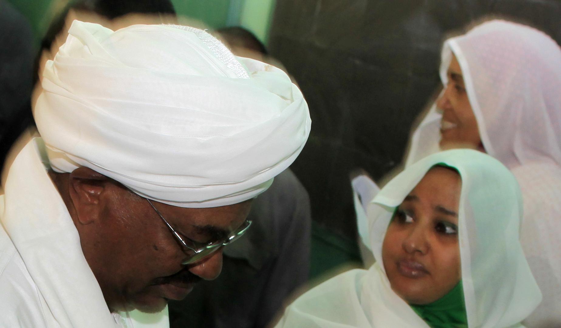 السودان.. النيابة تتحرى عن أرصدة زوجة البشير في ماليزيا!