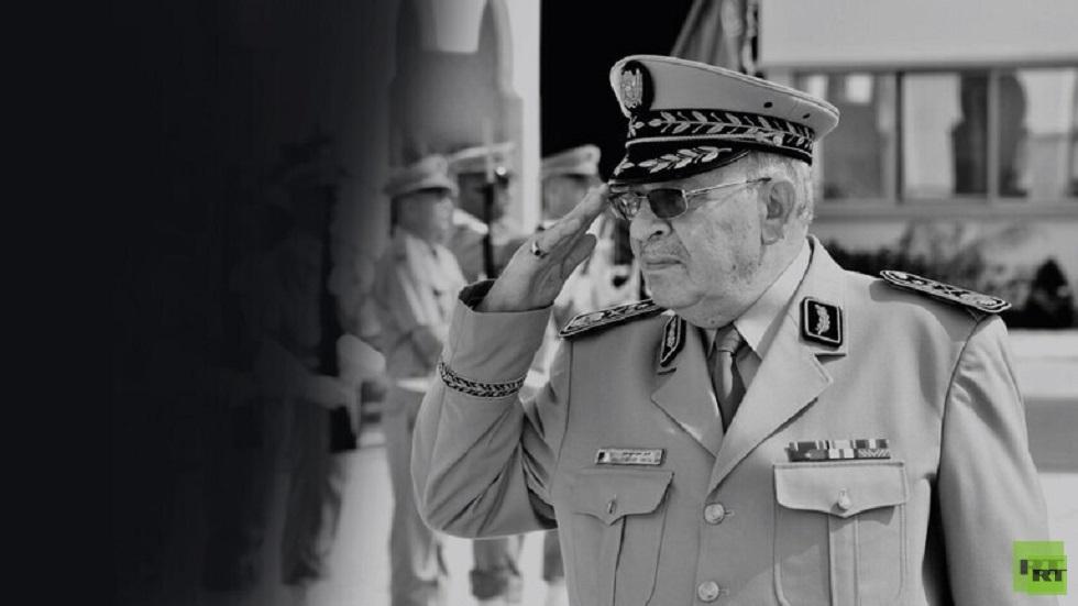 كبار قيادات الجيش المصري يشاركون في تشييع جنازة الفريق أحمد قايد صالح بالجزائر (صورة)
