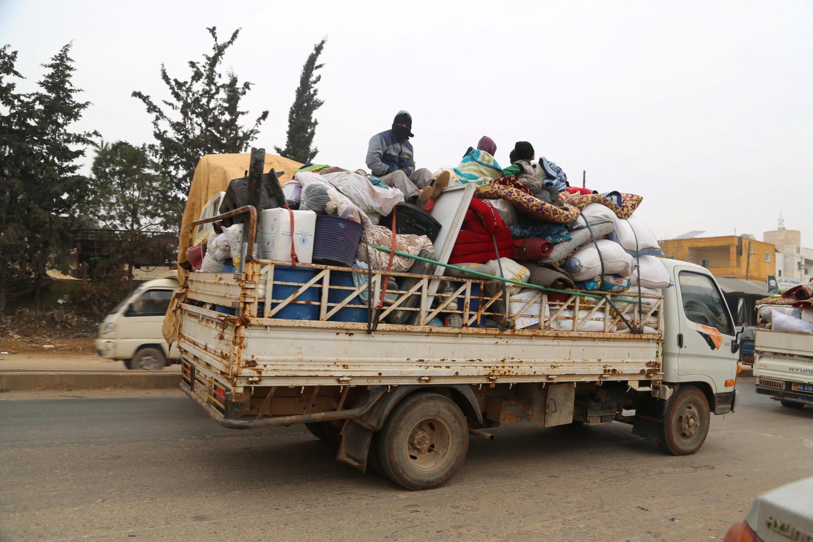 نازحون من مدينة معرة النعمان في محافظة إدلب