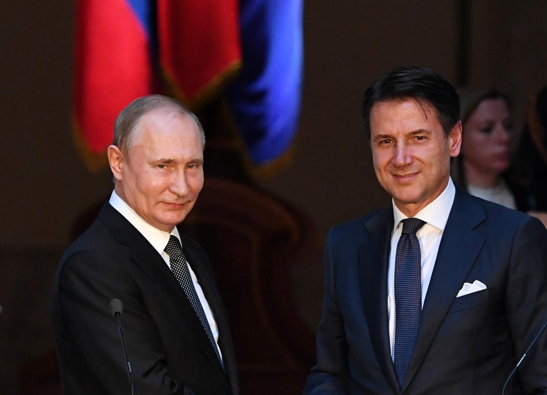 رئيس الوزراء الإيطالي، جوزيبي كونتي، والرئيس الروسي، فلاديمير بوتين.