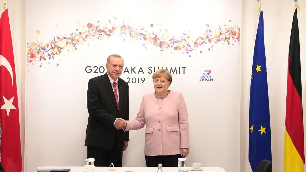 لقاء الرئيس التركي رجب طيب أردوغان مع المستشارة الألمانية أنغيلا ميركل خلال قمة G20 في اليابان 29 يونيو 2019