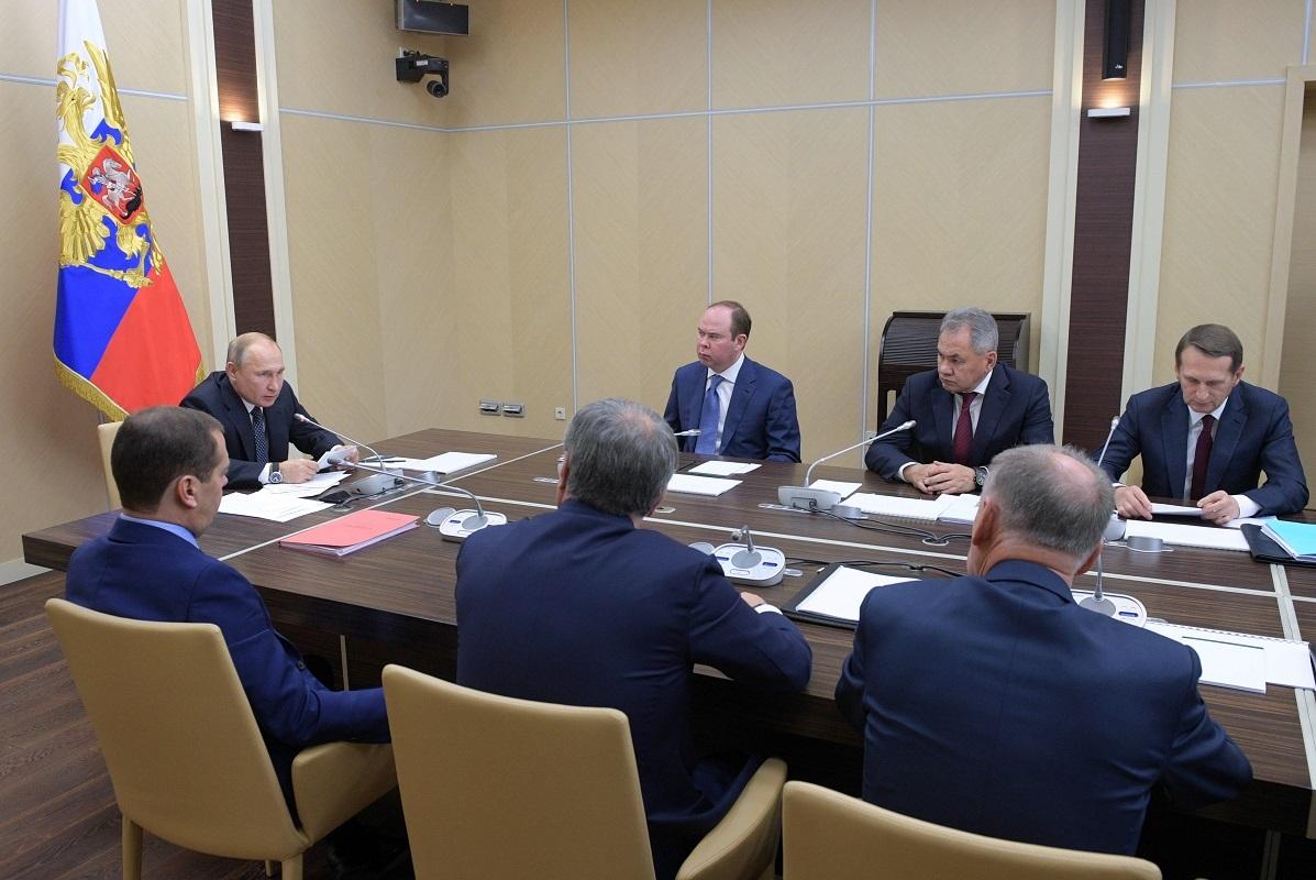فلاديمير بوتير يعقد اجتماعا مع الأعضاء الدائمين لمجلس الأمن الروسي - أرشيف