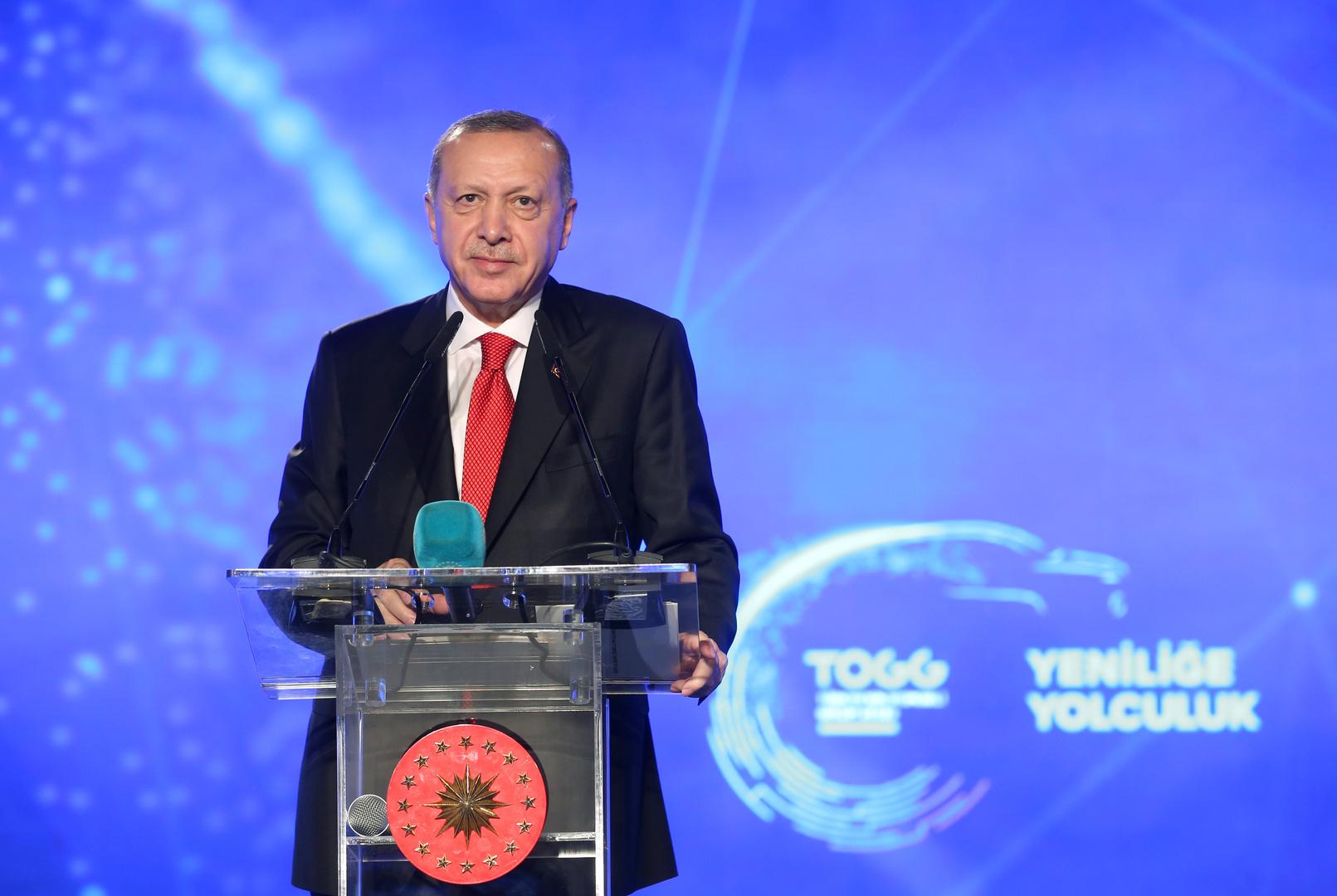 أردوغان يدشن أول سيارة كهربائية تركية (صور وفيديو)
