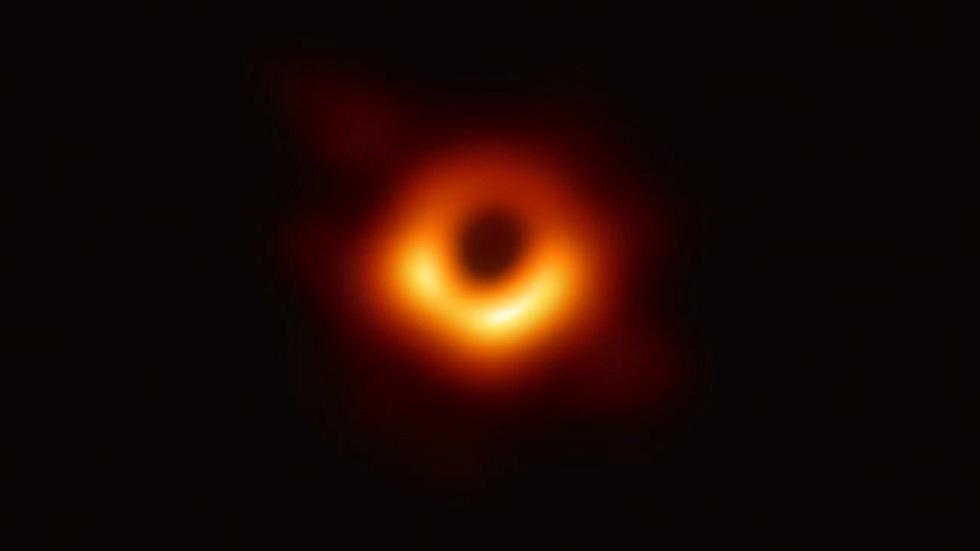 أول صورة لثقب أسود