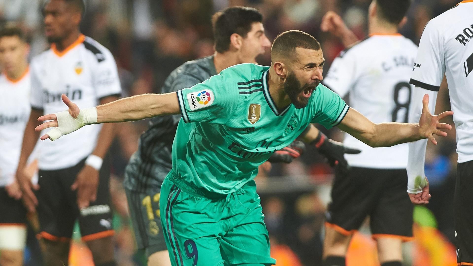 ريال مدريد يحسم مصير نجمه بنزيما لفترة طويلة