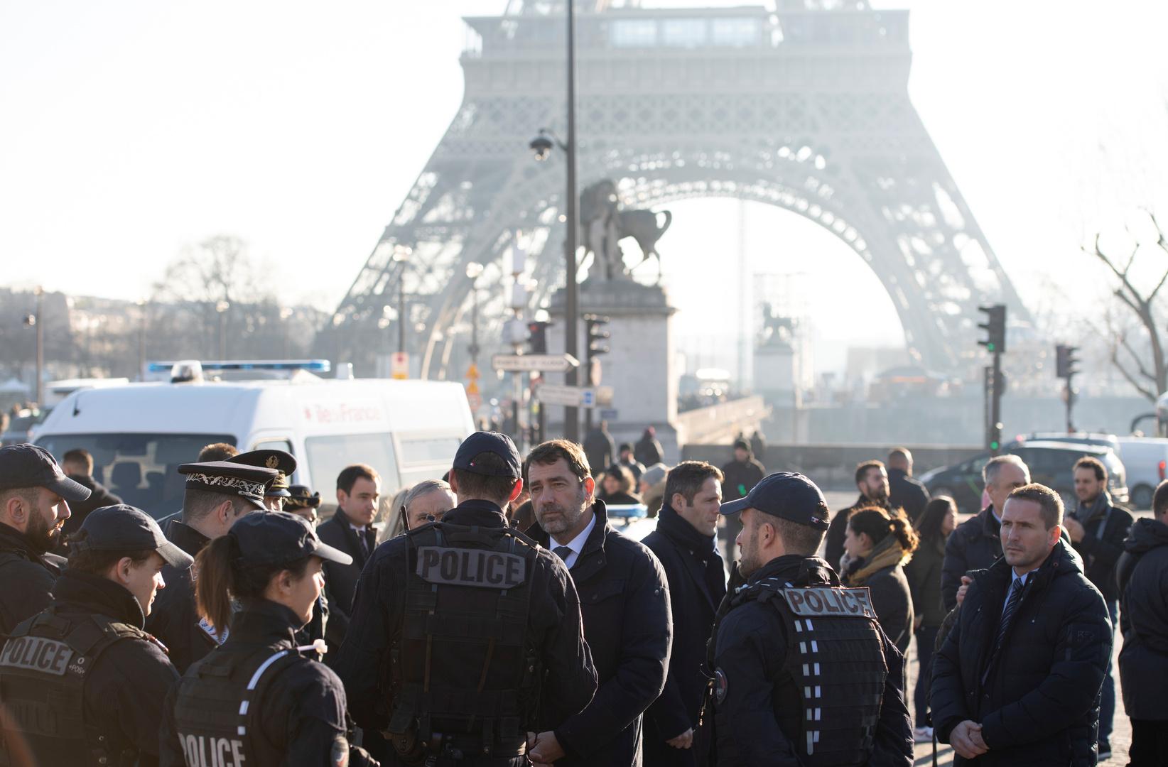 وزير الداخلية الفرنسي يتحدث إلى عناصر الشرطة في باريس