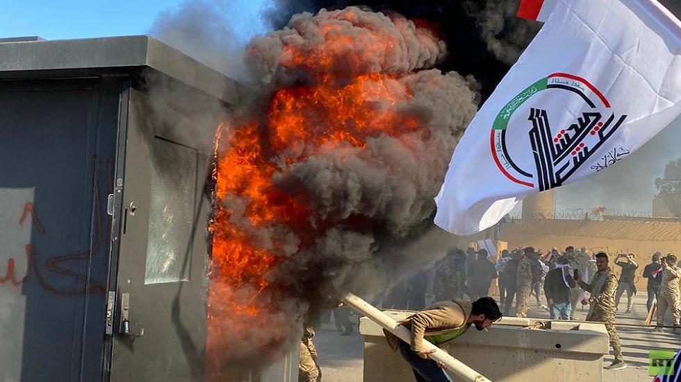 المحتجون يقتحمون نقطة التفتيش الأولى في السفارة الأمريكية في بغداد