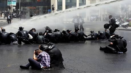 بالفيديو.. اشتباكات بين الشرطة الإسرائيلية ومتظاهرين يمنيين في القدس