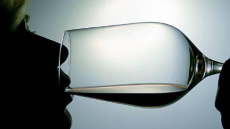 العلاقة بين السرطان والكحول