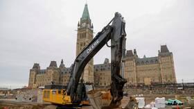كندا تخسر 71 ألف وظيفة خلال شهر واحد
