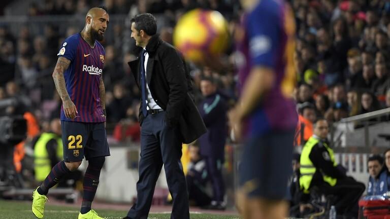 مدرب برشلونة: مقاضاة فيدال للنادي لن تؤثر على وضعه في الفريق